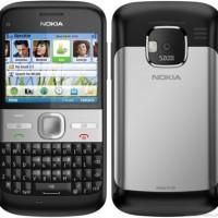¿Cómo modificar la pantalla de inicio de mi Nokia E5?